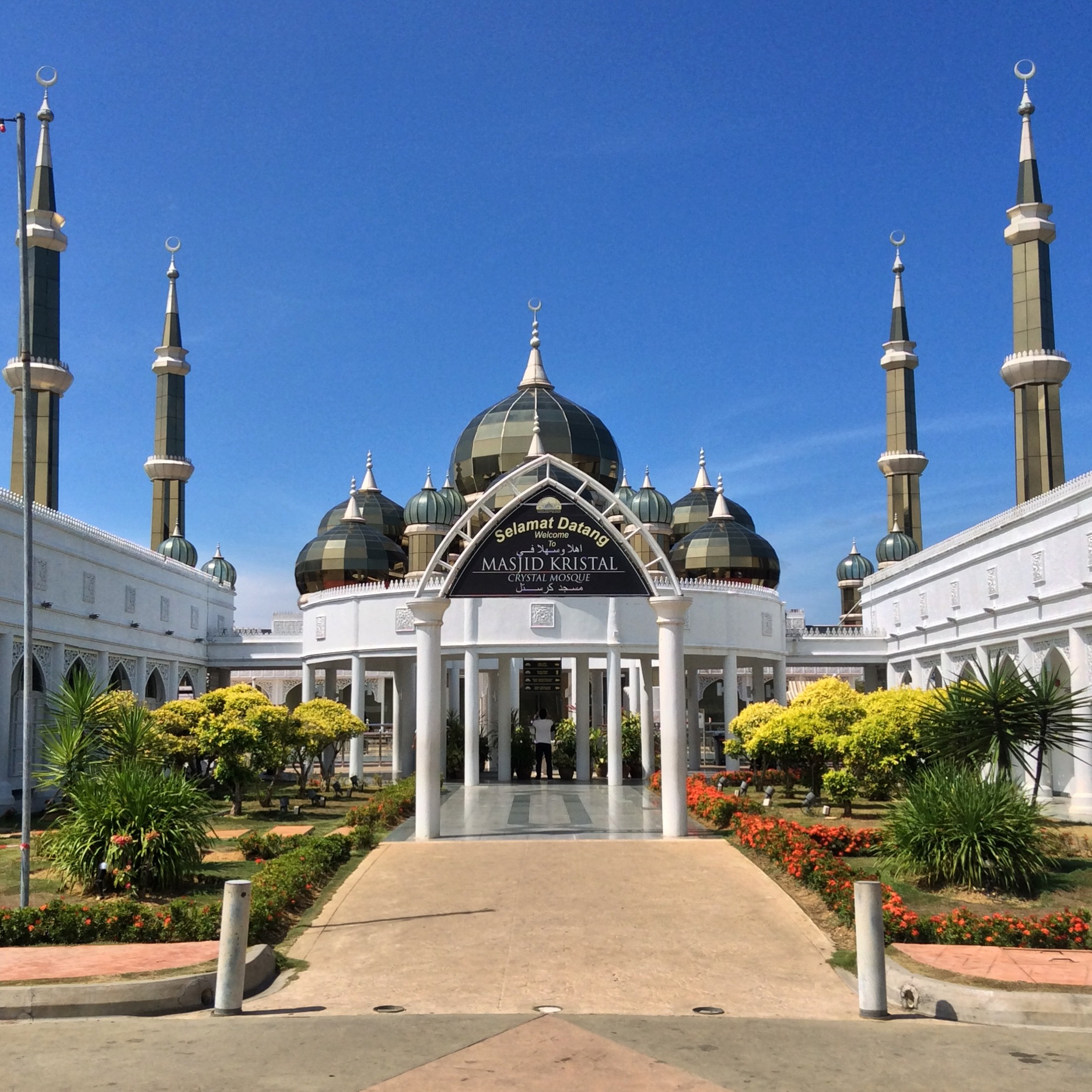kuala terengganu muslim Kuala terengganu, terengganu minimum no of persons 2 place of departure  the park is a collection of 21 islamic inspired architectural structures replica.
